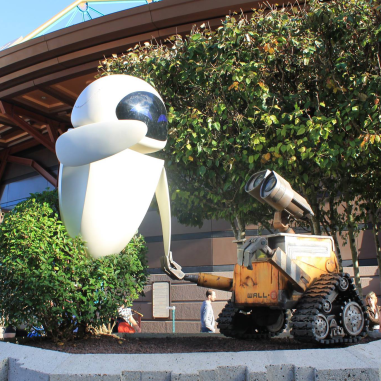 Statue of EVE and WALL:E at Disneyland Paris